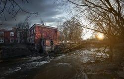 在老水坝的日落 免版税库存照片