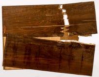 在老黑暗被绘的胶合板的破裂的层数 免版税库存照片