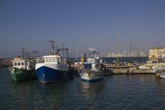在老贾法角口岸的渔船 以色列 免版税库存照片