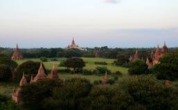 在老Bagan的Stupas 图库摄影