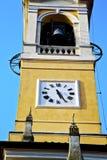 在老cislago意大利墙壁和高耸响铃su 免版税库存图片