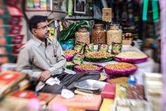在老Dehli的活泼的干果市场 库存照片