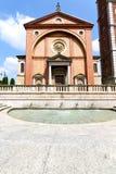 在老legnano教会喷泉 免版税库存照片