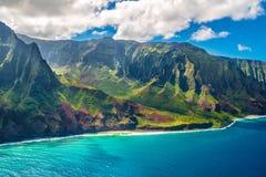 在考艾岛海岛上的Na梵语海岸夏威夷的 图库摄影