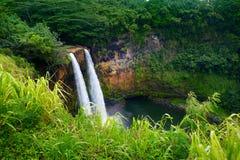 在考艾岛的庄严双Wailua瀑布 免版税图库摄影