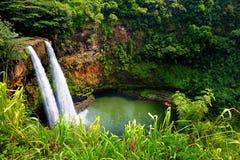 在考艾岛,夏威夷的双Wailua瀑布 免版税库存图片
