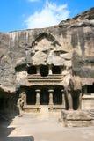 在耆那教的寺庙的入口和大象雕象 库存图片
