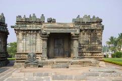 在耆那教的寺庙的Teerthankara雕象, Lakkundi,卡纳塔克邦,印度 库存照片