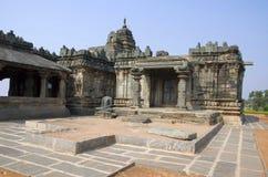 在耆那教的寺庙的Teerthankara雕象, Lakkundi,卡纳塔克邦,印度 免版税库存图片