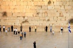 在耶路撒冷和旗子的西部墙壁 免版税图库摄影