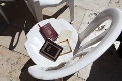 在耶路撒冷哭墙附近的摩西五经书 以色列 库存照片