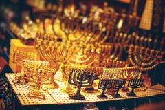 在耶路撒冷耶路撒冷旧城市场的Menorah 免版税库存图片