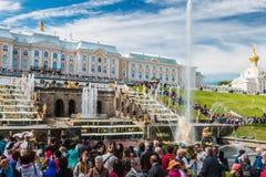 """在联合国科教文组织包括的Peterhof宫殿""""s世界遗产名录名单 免版税库存图片"""