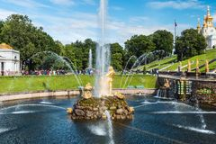 """在联合国科教文组织包括的Peterhof宫殿""""s世界遗产名录名单 库存照片"""