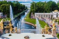 """在联合国科教文组织包括的Peterhof宫殿""""s世界遗产名录名单 免版税图库摄影"""