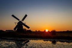 在联合国科教文组织世界遗产风车的日落 免版税图库摄影