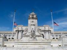 在联合驻地,华盛顿特区,前面的哥伦布喷泉 库存照片