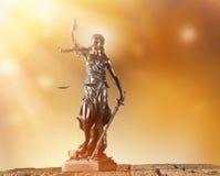在聚光灯,法律概念的Themis 免版税库存图片