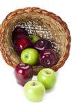 在聚宝盆的苹果 免版税库存图片