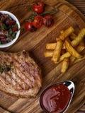 在肋骨的烤猪肉牛排 免版税库存照片