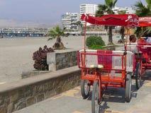 在肘的出租汽车三轮车,在利马北部 库存图片