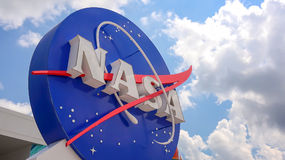在肯尼迪航天中心的美国航空航天局象征在卡纳维尔角 免版税库存图片