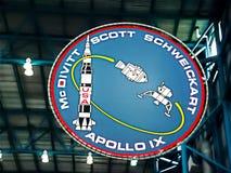 在肯尼迪航天中心的阿波罗象征 免版税库存照片