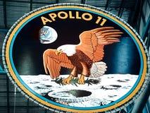 在肯尼迪航天中心的阿波罗象征 免版税库存图片