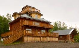 在育空河旁边的一家稀奇的旅馆老鹰的 免版税库存图片