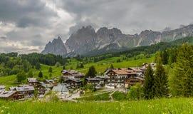 在肾上腺皮质激素D `安佩佐的阿尔卑斯风景 免版税库存照片