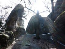 在背后照明的大而无用的东西岩石 免版税库存图片