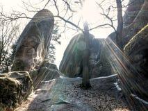 在背后照明的大而无用的东西岩石 库存照片