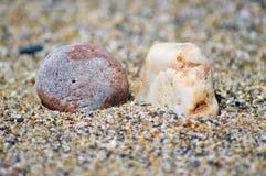 在背景的两个小卵石 库存图片