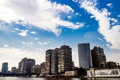 在背景的大厦在开罗,埃及 库存照片