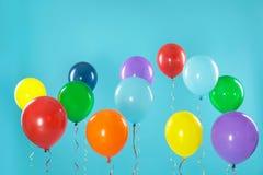 在背景的明亮的气球 庆祝时间 图库摄影