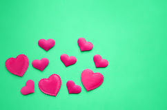 在背景的桃红色心脏 库存照片