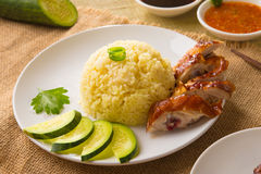 在背景的烤鸡米,亚洲食物 图库摄影