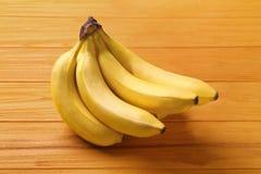 在背景的美味的香蕉 库存照片