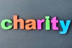 在背景的词慈善 免版税库存照片