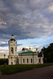 在背景的钟楼天空和云彩001 免版税库存照片