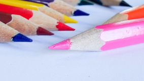 在背景的铅笔颜色 库存图片