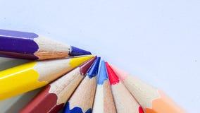 在背景的铅笔颜色 库存照片