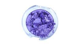 在背景崩裂的紫色颜色眼影膏 库存照片