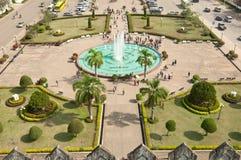 在胜利万象附近的喷泉门 免版税库存图片