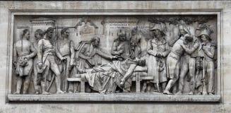 在胜利曲拱的装饰雕塑  免版税库存照片