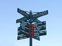 在胜利纪念公园的定向标志在米尼亚波尼斯 库存照片