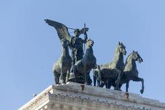在胜者伊曼纽尔的纪念碑的四匹马运输车II在广场Venezia在罗马 免版税库存照片