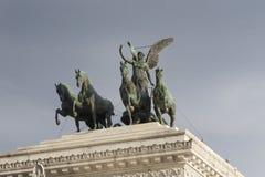 在胜者伊曼纽尔的纪念碑的四匹马运输车II在广场Venezia在罗马 库存图片
