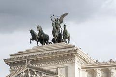 在胜者伊曼纽尔的纪念碑的四匹马运输车II在广场Venezia在罗马 图库摄影