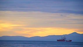 在胡安・德富卡海峡的黎明 免版税库存照片